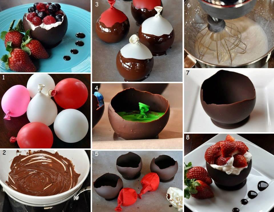ciotole di cioccolato con gelato panna e frutti di bosco