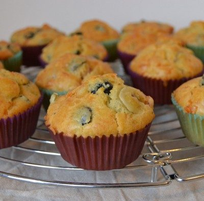 MUFFINS CON OLIVE, PANCETTA ED EMMENTHAL